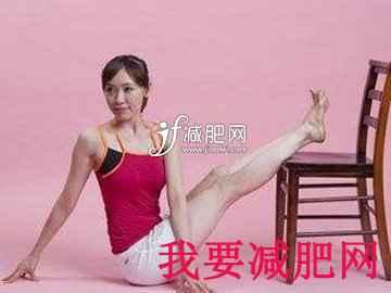 如何利用瑜伽减肥椅子扭转式